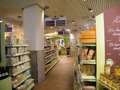 Supermarket chains expand natural & organic private label