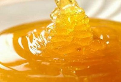 Selecting honey as natural sweetener