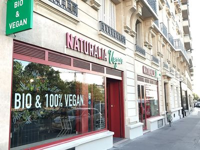 French Specialist Bio stores outpace larger chains